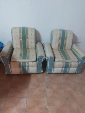 2 sofás em tecido