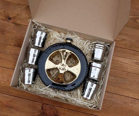 """""""Запаска"""" в подарочной упаковке - колесо в виде бутылки с рюмками"""