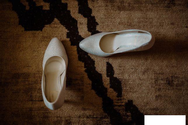 Pantofle ślubne