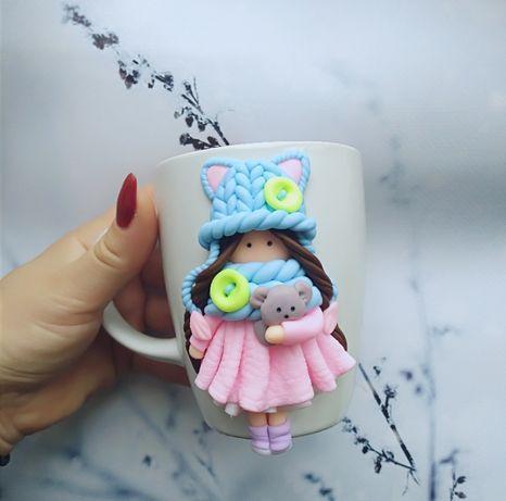 чашка з декором із полімерної глини