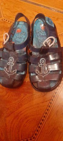 Sandałki i kapcie
