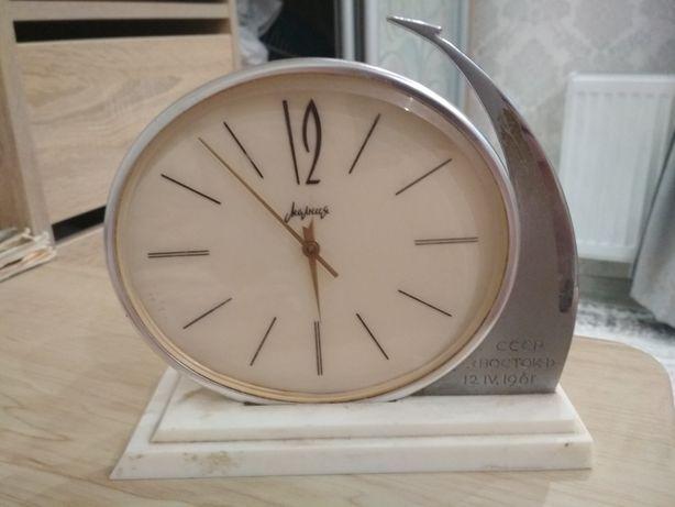 Продам часы под мелкий ремонт