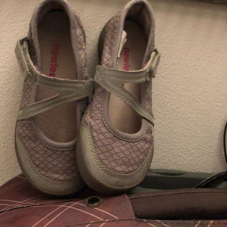 Sandálias muito giras novas