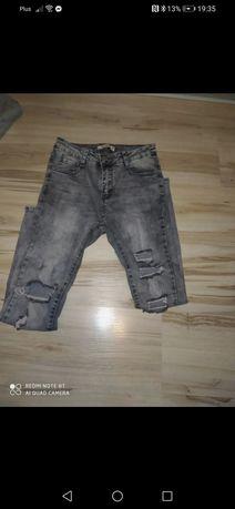 Szare spodnie z dziurami