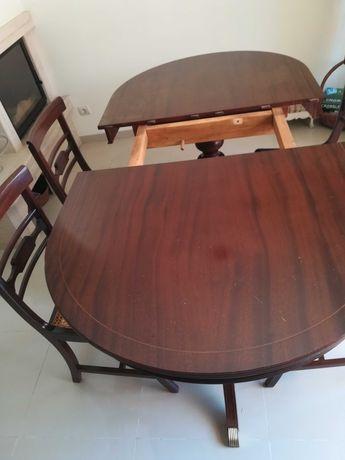 Mesa de jantar com cadeiras mogno
