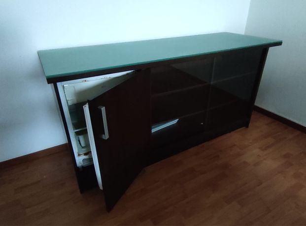Movel de apoio com frigorifico