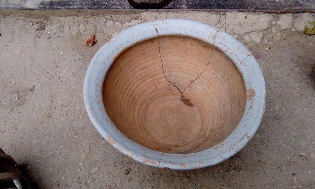 Горшок глиняный старый колотый