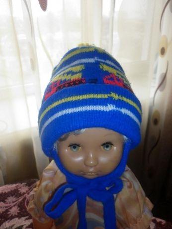 Тепленькая зимняя шапочка ,двойная вязка до 1 года