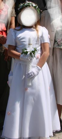 Piękna i delikatna sukienka komunijna