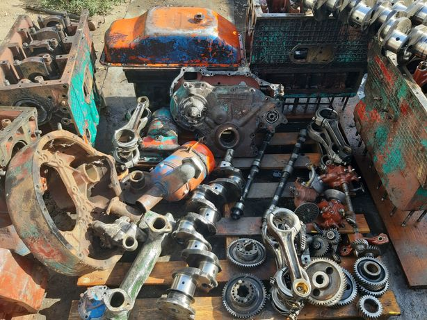 Розборка двигателеля ЮМЗ Д65 шестерни блок коленвал крышка шатун