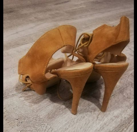 Sandały brązowe sznurowane szpilki