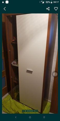 Sprzedam szafę jest w bardzo dobrym stanie