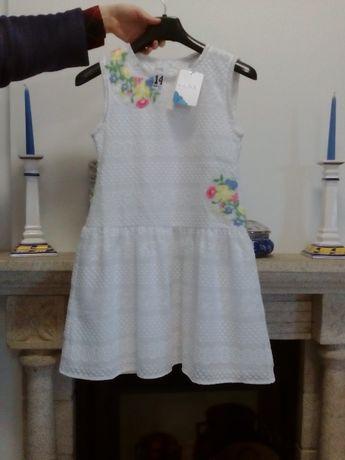 Vestido branco c/flores