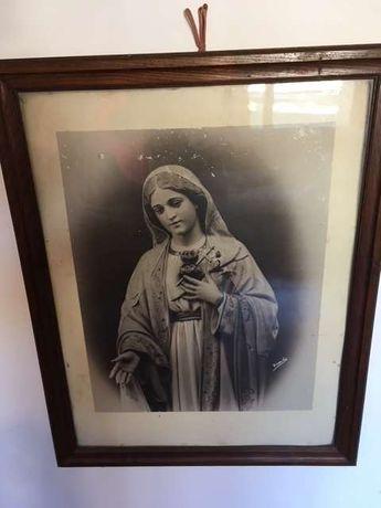 2 Fotografias de teor religioso a preto e branco com molduras