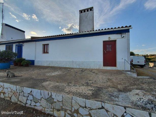 Moradia T3 com 5000 m2 perto de Vila Viçosa