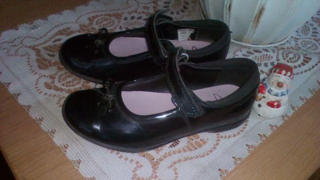 класні туфелькі 18.5 см по устілці