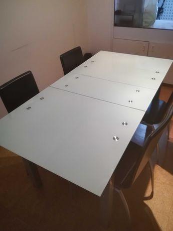 Mesa de jantar de vidro extensível
