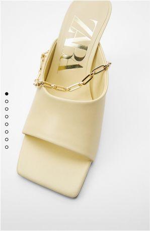 Skórzane klapki ze złotym łańcuszkiem Zara 40