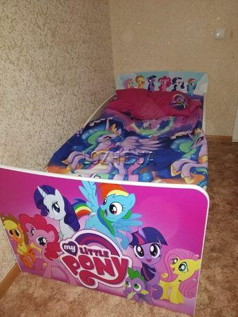 Детская кроватка с интересными рисунками. Бесплатная доставка!!!