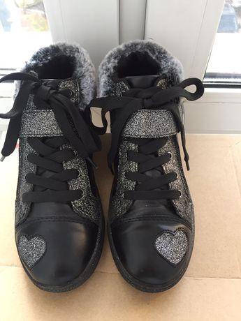 Фірмові черевики Bata