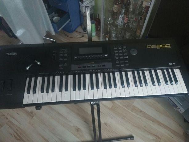 Yamaha QS 300 syntezator