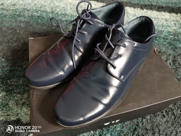 Buty Pantofle Błyszczące Męskie Granatowe 38