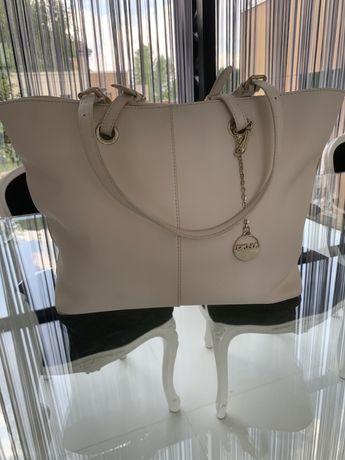 Продам сумку DKNY молочного цвета в идеальнейшем состоянии