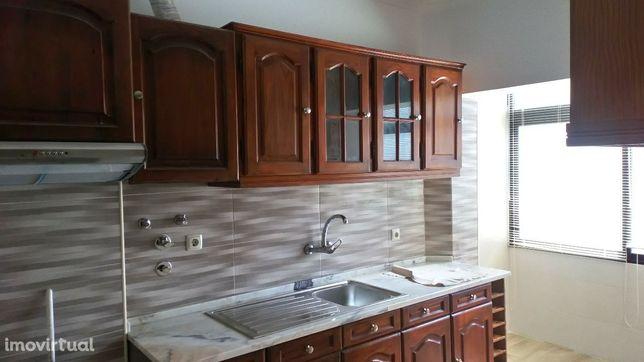 Alugo apartamento remodelado