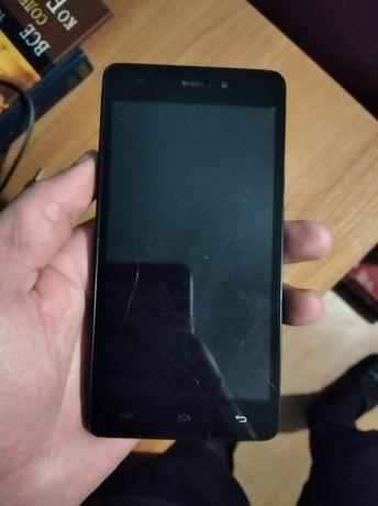 Телефон працює але побитий трохи екран, і слабо тримає зарядку, андрої