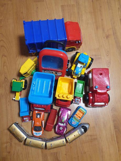 Продам набор детских машинок, лопатки поезд цена за всё.