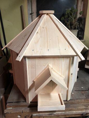 Duży drewniany karmik dla ptaków