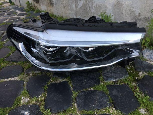 Farol BMW 520D de 2018 lado direito