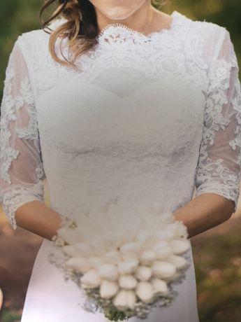 Suknia ślubna typu emipre