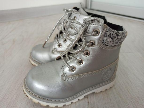 Зимові черевички на дівчинку