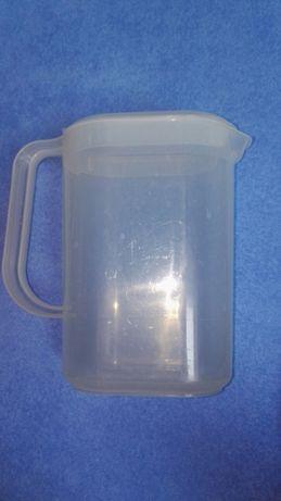 Plastikowy dzbanek na wodę otwierany/zamykany 1,5 l