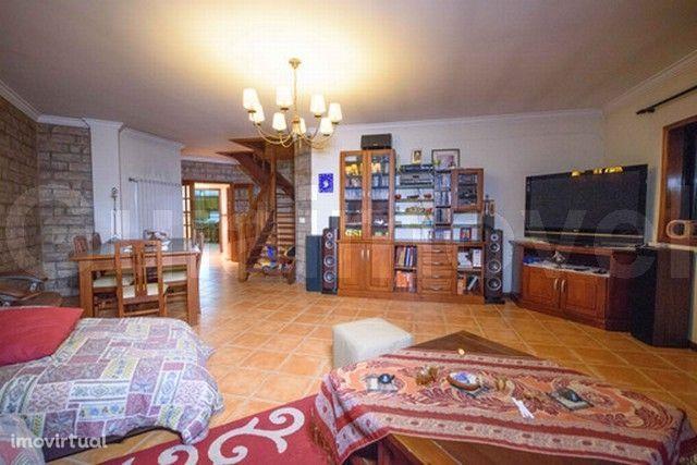 Apartamento T4 DUPLEX Arrendamento em Oiã,Oliveira do Bairro