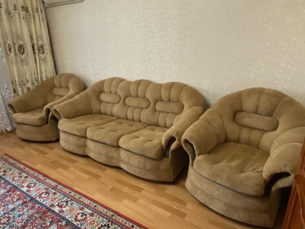 Продам огромный раскладной ДИВАН+два кресла