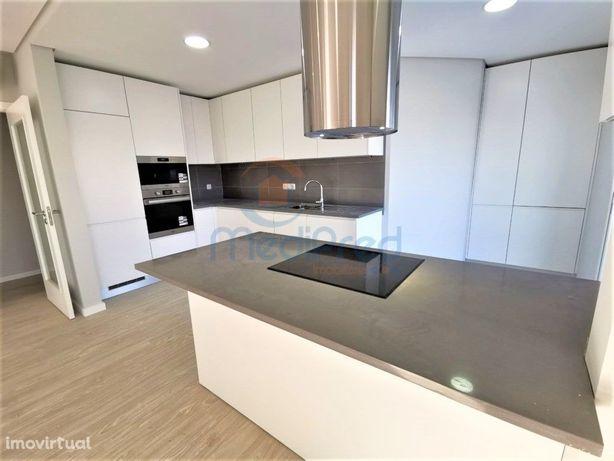 Apartamento NOVO T2 + 1 com terraço, 2 parqueamentos + ar...