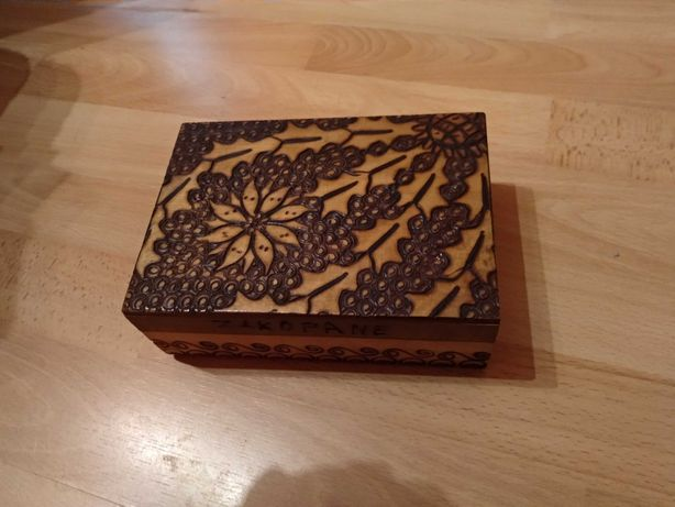Szkatułka drewniana z PRLu