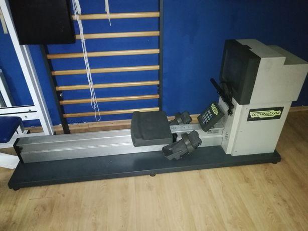 Máquina de remo Technogym  profissional para ginásio como nova