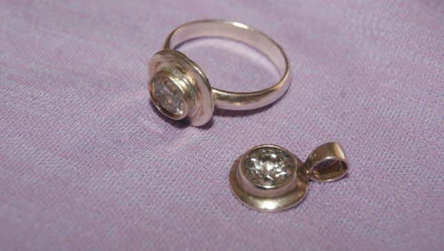 pierścionek i zawieszka