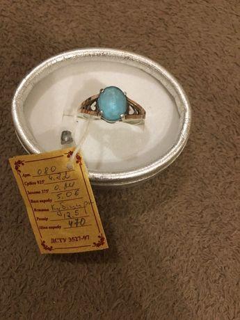 Новое женское серебряное кольцо с золотой напайкой 19,5 р (обмен нет)