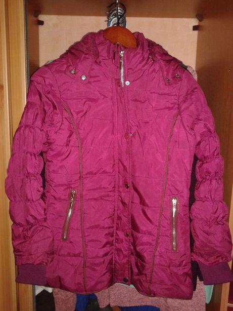Продам курточку на девочку осень-весна р-р 36.