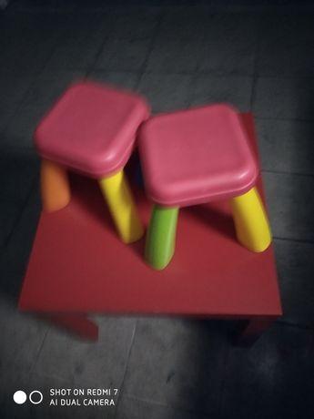 Mesa e banco de crianca