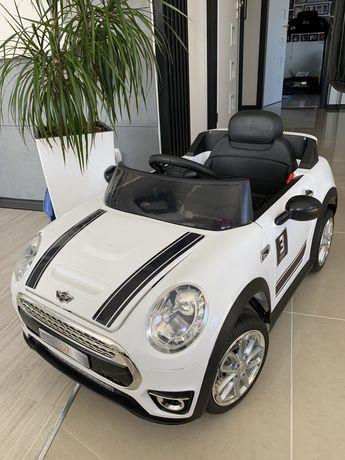 Auto Mini Cooper na akumulator