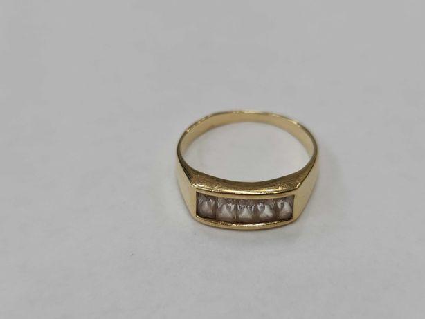 Klasyczny złoty pierścionek damski/ 585/ 2.89 gram/ R13.5/ Cyrkonie