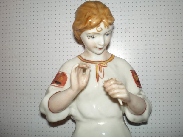 сувенир-игрушка-большая фигурка. девушка с ромашкой. ссср. ЗКХ.