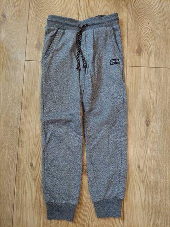 Spodnie dresowe chłopięce 2 pary używane 134 cm Cool Club