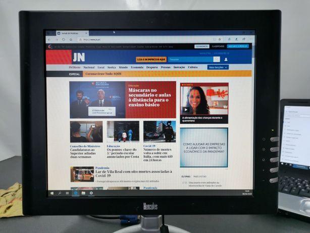 Diversos monitores LCD e Led