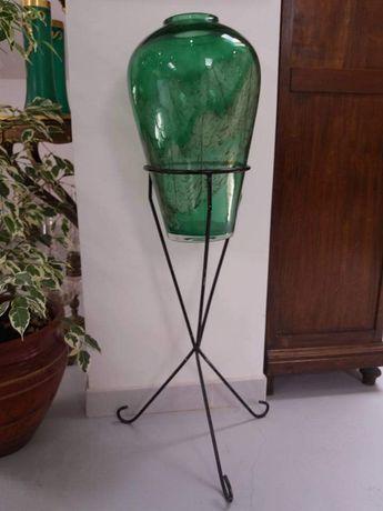 Vaso em vidro com suporte em ferro